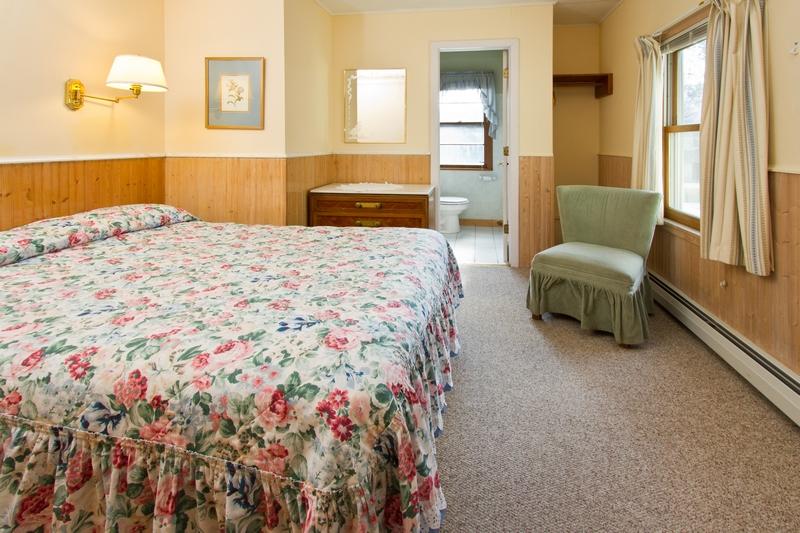 Queen - Room 207