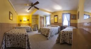 Gray Ghost Inn Room 208 Quad room