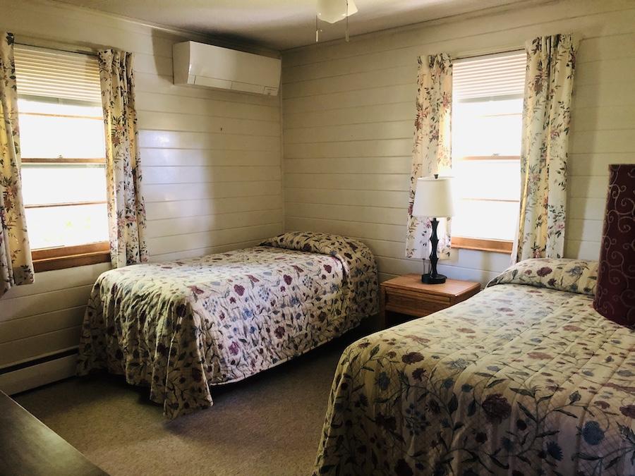 Gray Ghost Inn Room 102