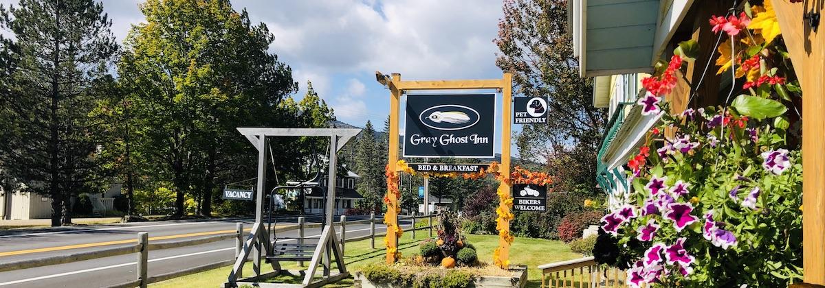 Gray Ghost Inn in Augumn
