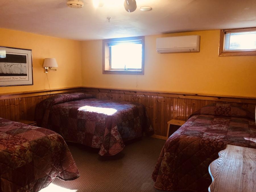Gray Ghost Inn Suite Bedroom