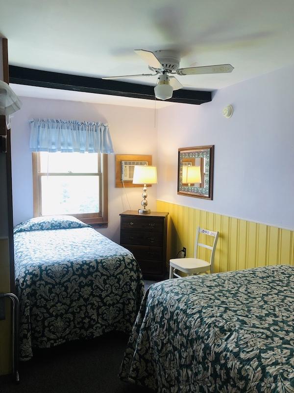 Gray Ghost Inn Room 212